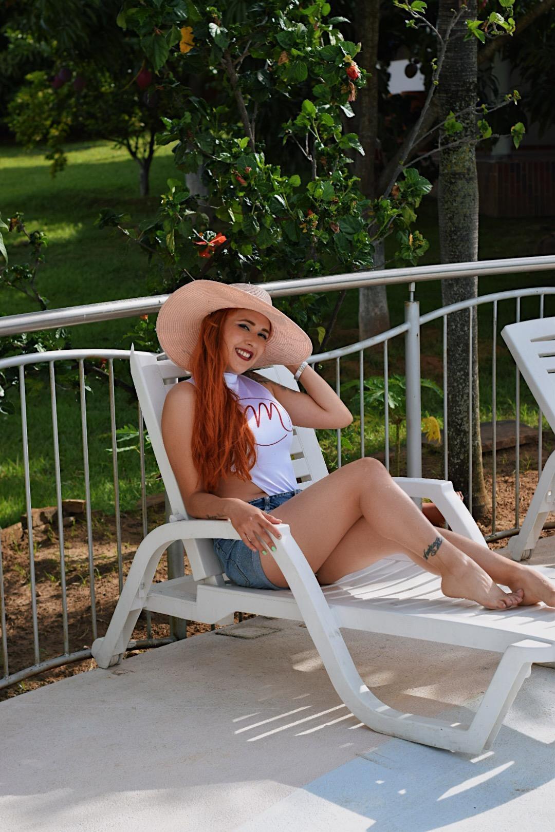 CARLA_LUXURY_ live cam on Cam4.com