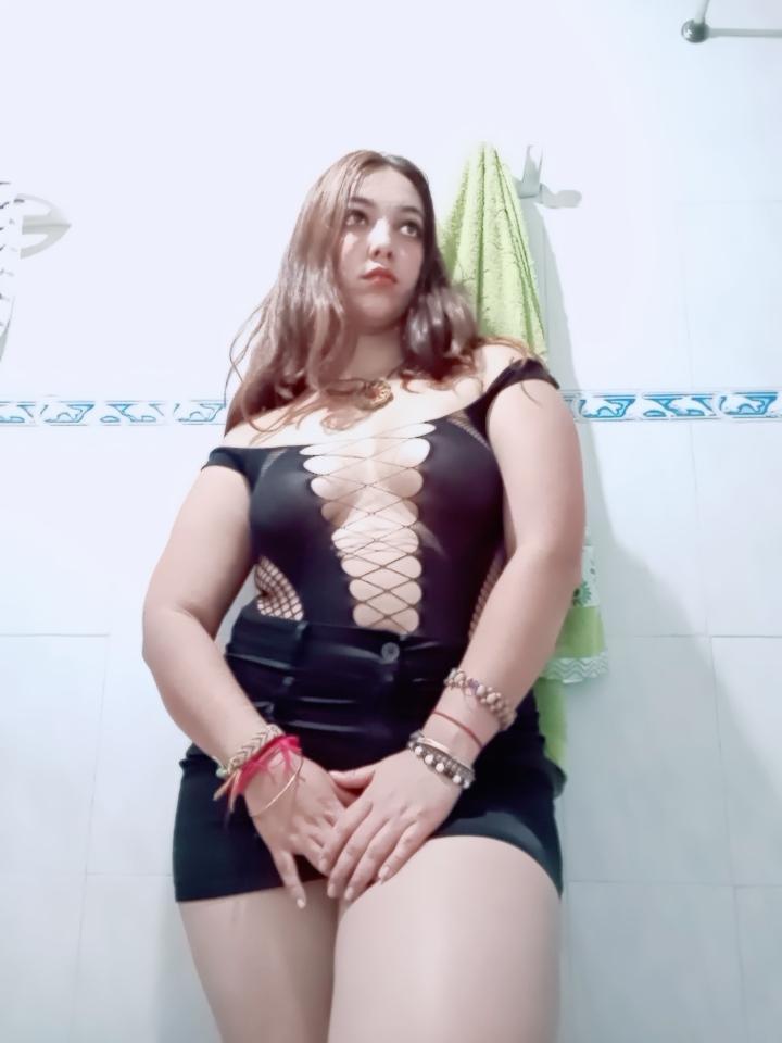 NanaHairy live cam on Cam4.com