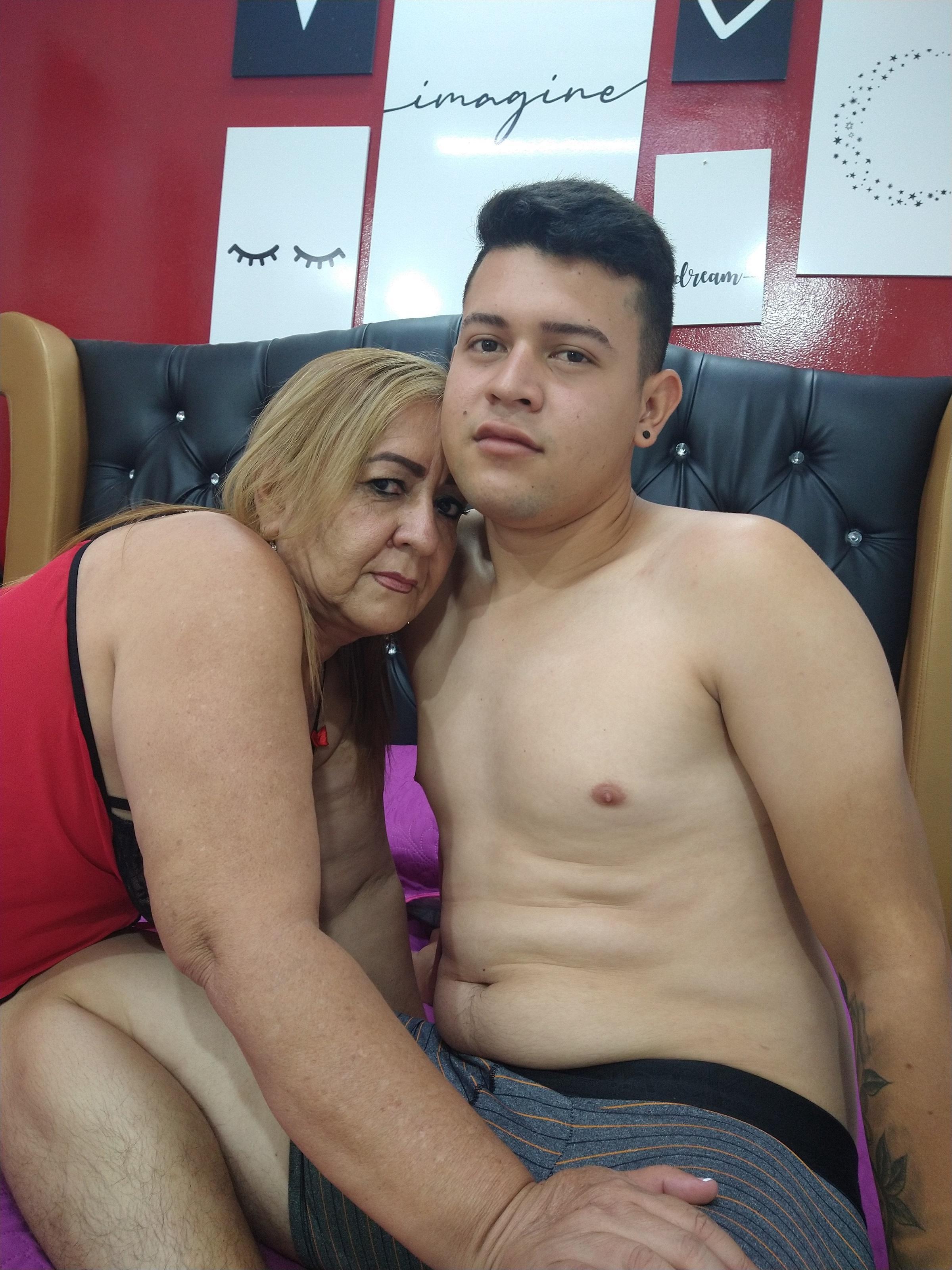 Little and mom?s=vxg9ha6njs9dmux16bpix9rzzvktxcjkcb2t583fdmo=