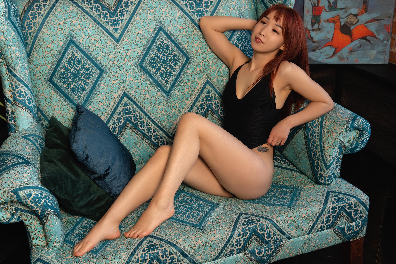 Aziza_Moon live cam on Cam4.com