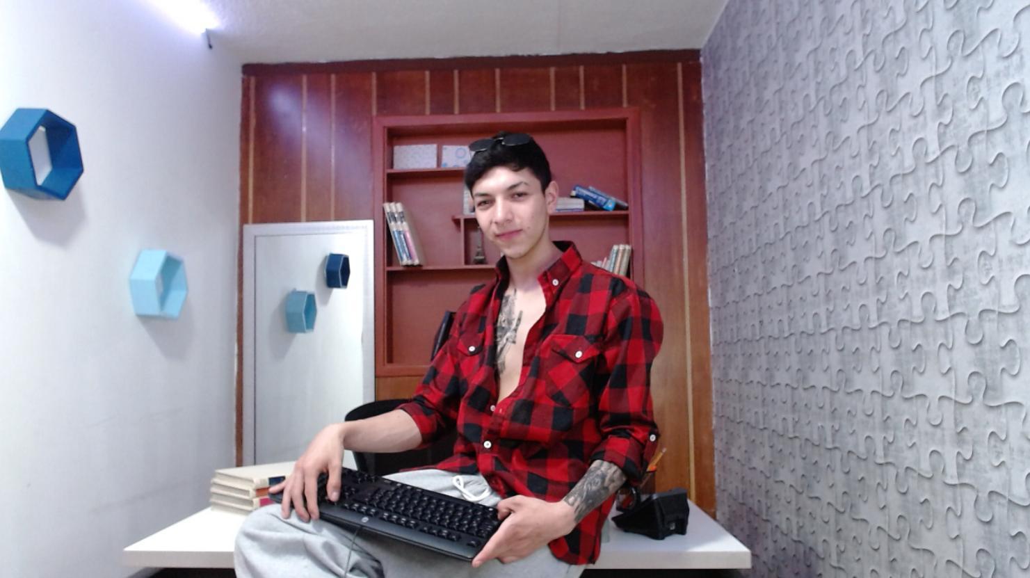 tyson_teixeiro live cam on Cam4.com