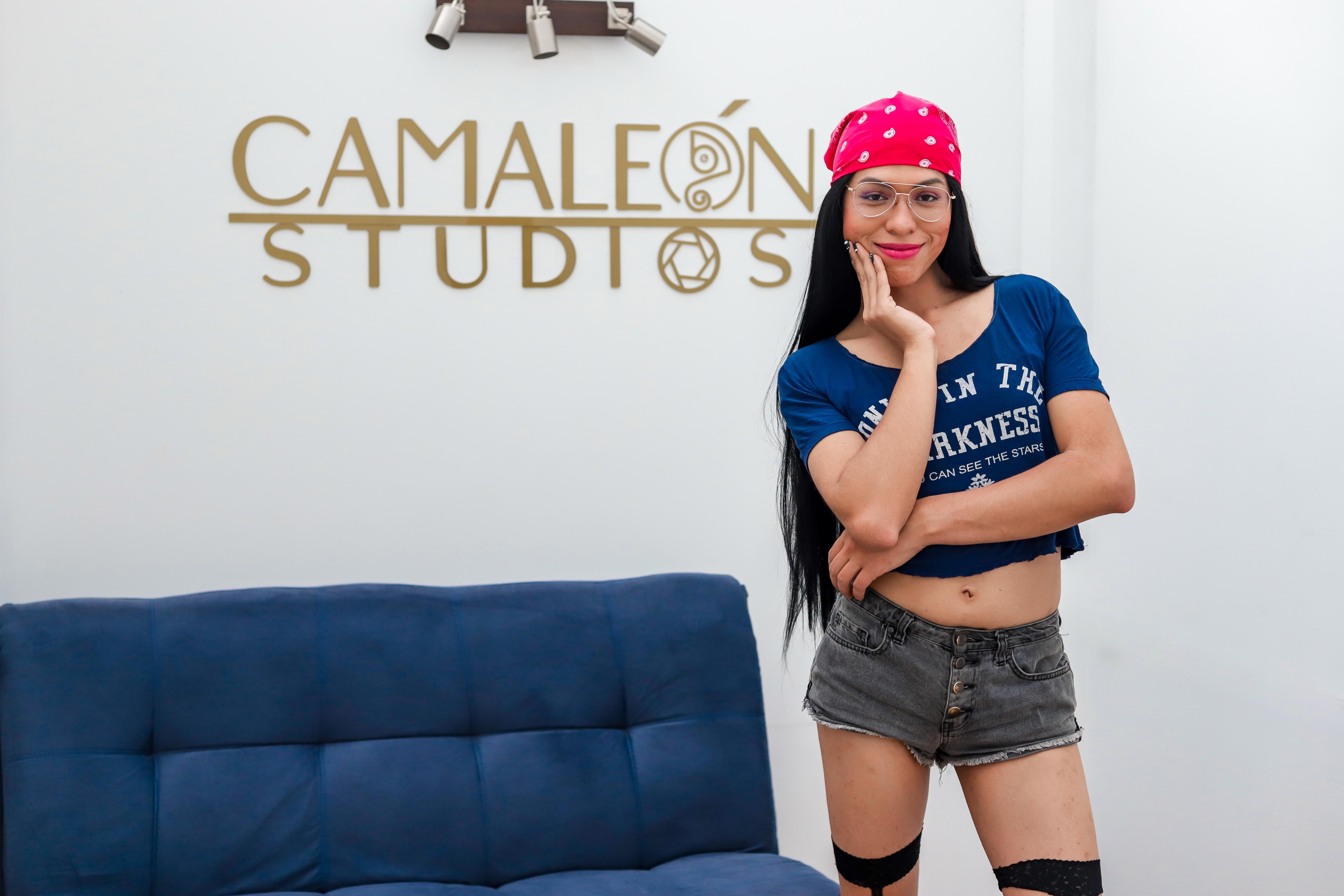 Ariana_blue_ live cam on Cam4.com