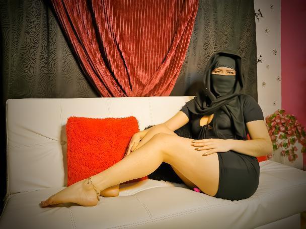 Zafira_Alabi live cam on Cam4.com